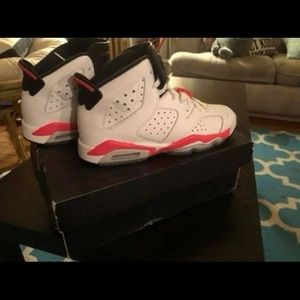 Jordan 6's size 5y or woman's 7